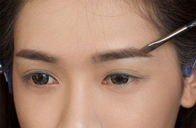 Phun xăm lông mày 3D