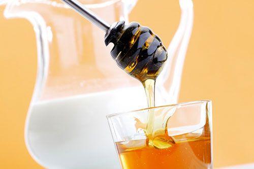 Chữa tàn nhang bằng mật ong