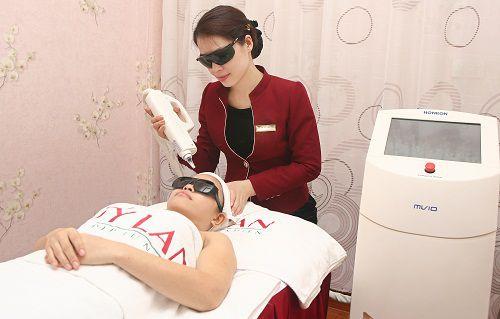 Điều trị tàn nhang bằng Laser bao nhiêu tiền
