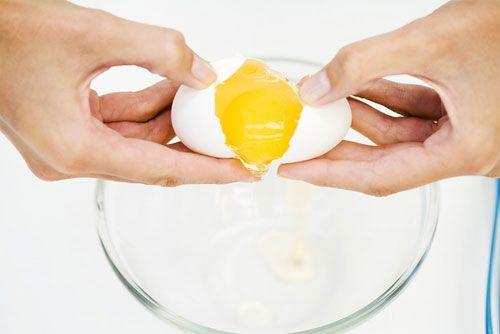 Làm trắng da bằng trứng gà