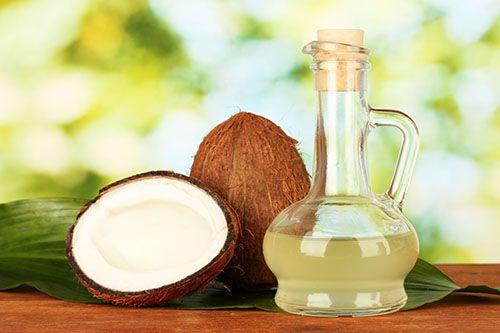 Làm trắng da mặt bằng dầu dừa