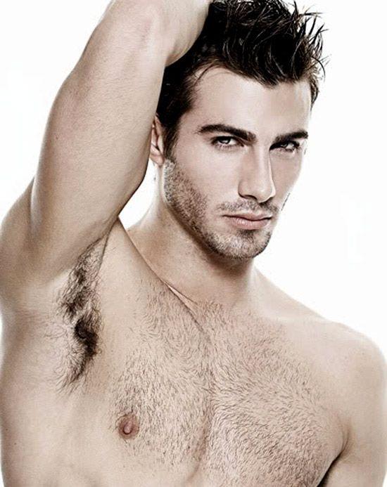 Bất ngờ với cách triệt lông nách cho nam giới