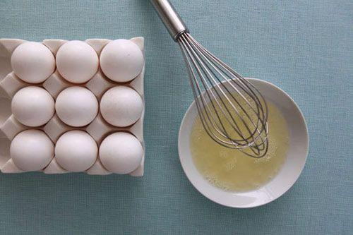 Trị mụn bằng trứng gà