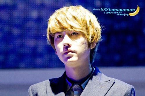 """""""Rùng mình"""" với gương mặt nhiều mụn của sao Hàn"""