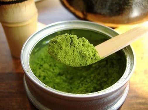 Mách bạn gái cách trị mụn hiệu quả bằng lá trà xanh