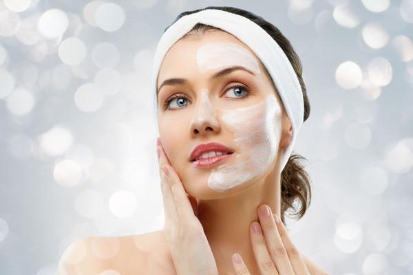 Làm sữa rửa mặt trắng sáng tự nhiên cực dễ cho 4 loại da