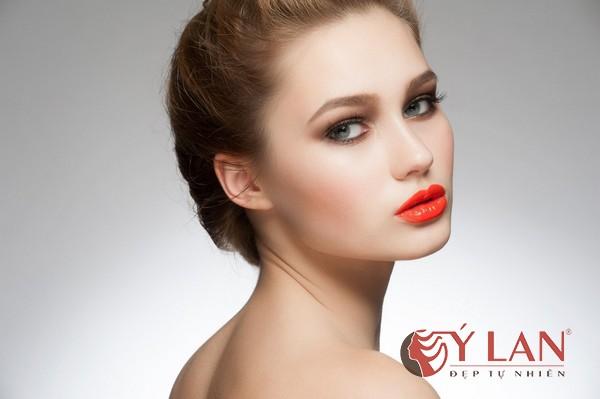 xăm môi màu đỏ cam