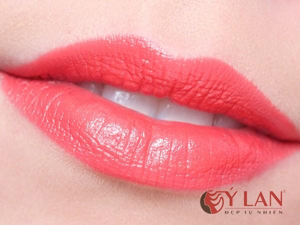 xăm môi màu hồng cam