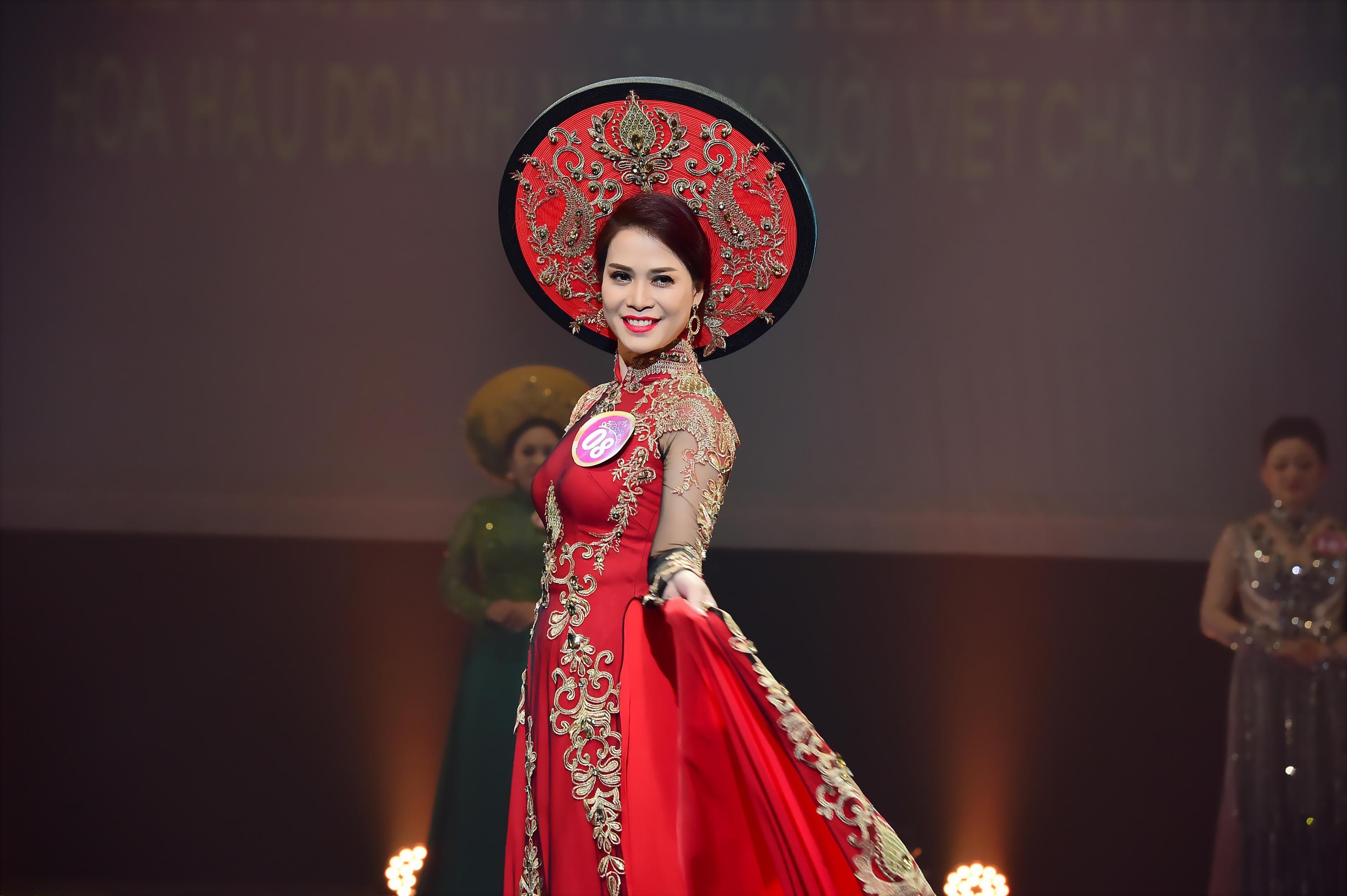 Giám đốc Trần Ngọc Lan đăng quang Á hậu 1 Doanh nhân người Việt châu Á 2017