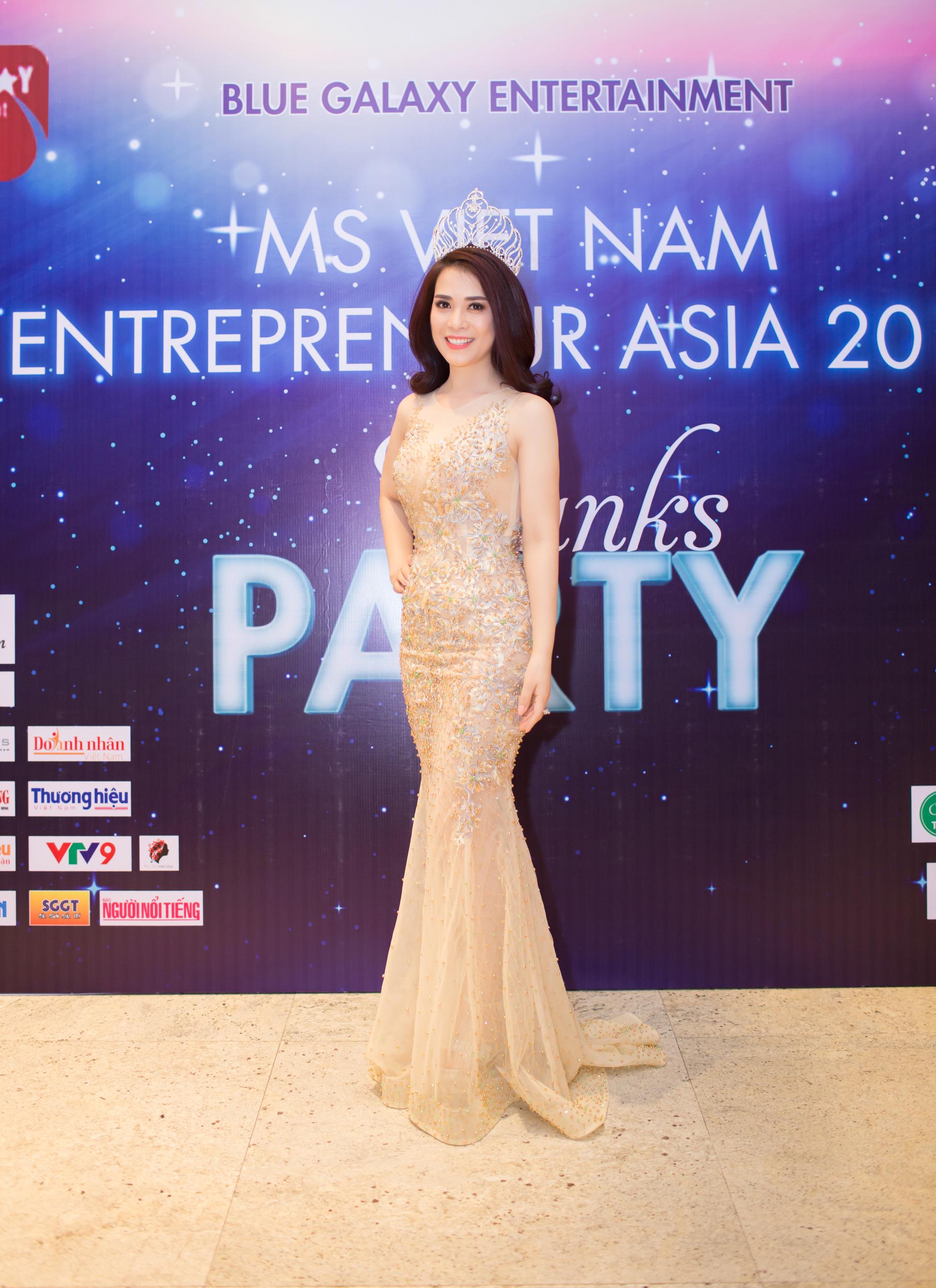 Bao_chi_va_giam_doc_Tran_Ngoc_Lan_trong_cuoc_thi_Hoa_hau_Doanh_nhan_nguoi_Viet_chau_A_2017