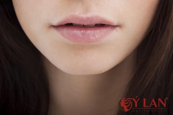 phun môi thâm