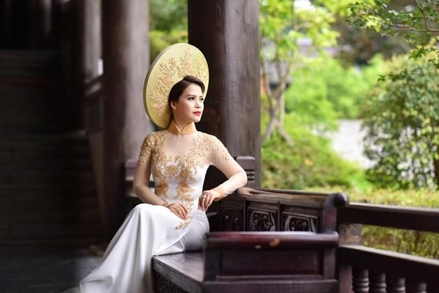 A_hau_Y_Lan_xuc_dong_khi_hoa_than_thanh_Hoang_hau_Duong_Van_Nga