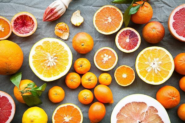 chua-nhieu-vitamin-c-chinh-la-bi-quyet-lam-trang-da-tu-cam-quyt-4