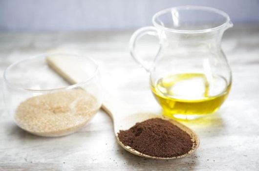 Tẩy da chết bằng dầu ô liu và đường nâu