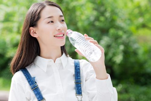 Uống nước lúc nào sẽ giúp da căng mướt mịn màng?