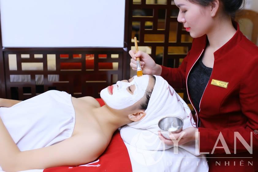 Làm trắng da tinh thể Canxi Baby Skin có thể trị mụn được không?