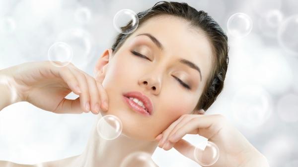 Thời tiết giao mùa mà còn bị mụn, chăm sóc da thế nào cho đúng?