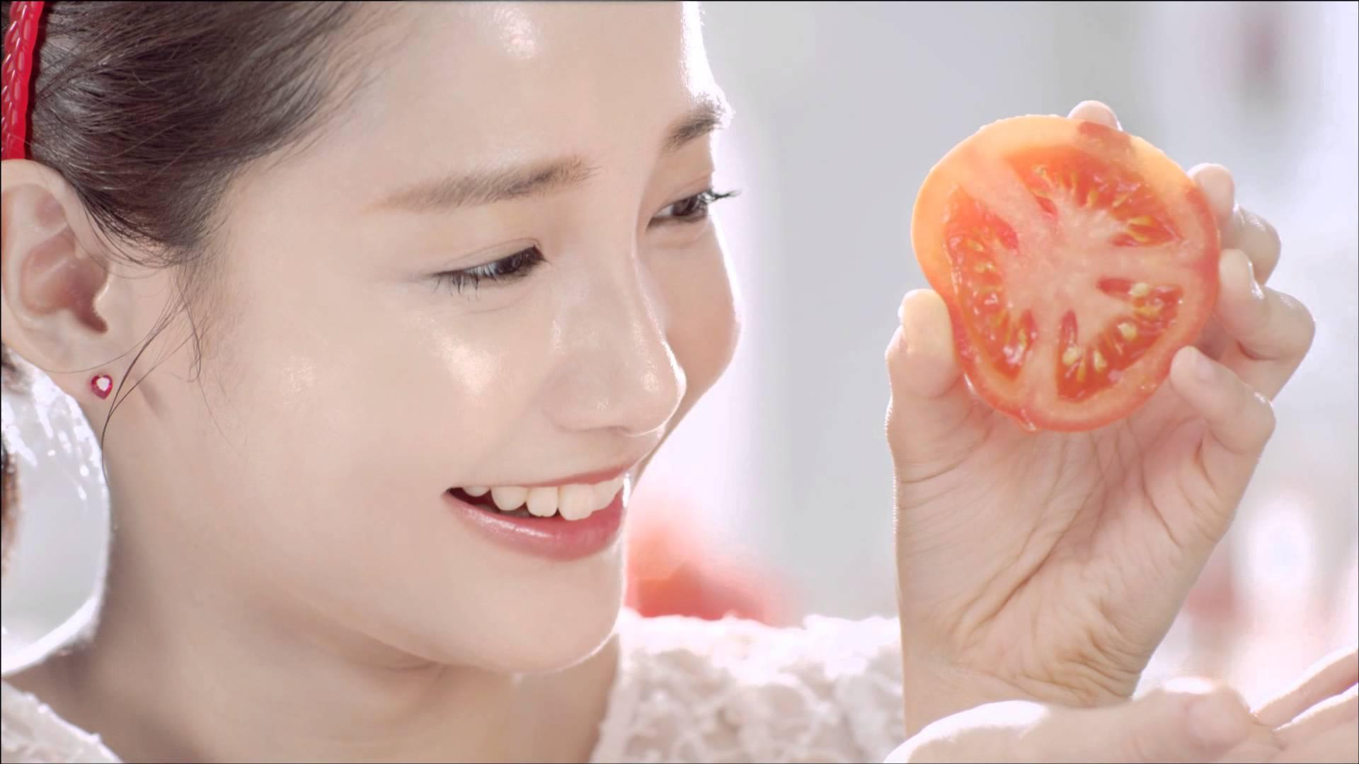 Cách làm trắng da mặt nhanh nhất cho da nhờn từ cà chua