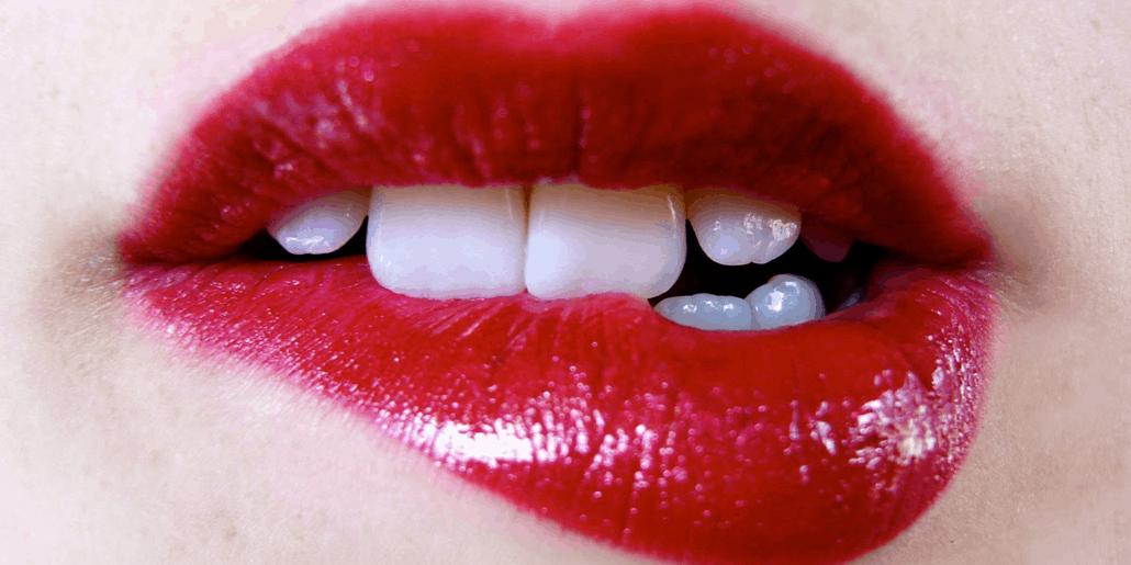 Phun môi cấy tế bào gốc phủ bóng collagen có đẹp không? Có đau không?
