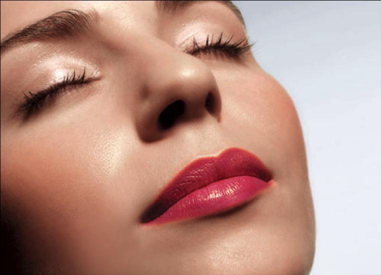 Phun môi phủ bóng collagen – tiếp tục là công nghệ HOT nhất 2020
